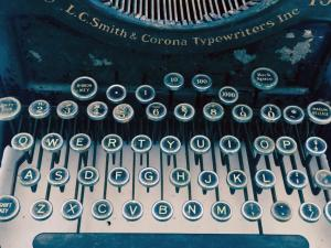 antique-typewriter-with-lettering